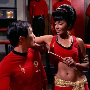 Uhura_distracts_Hikaru_Sulu_mirror-copy